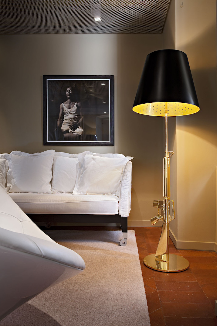 Contemporary Lighting Design_ Flos_Lamps_lounge_gun_floor_lamp_black_gold Contemporary Lighting Design: Flos Lamps Contemporary Lighting Design: Flos Lamps Contemporary Lighting Design  Flos Lamps lounge gun floor lamp black gold