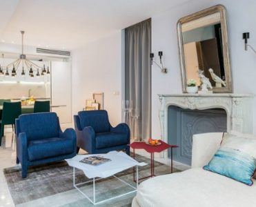 """Meet a """"Belle Nouvelle in a Modern Eclectic Style Apartment in Paris"""""""