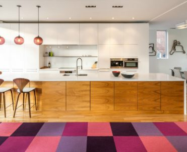 Plum Pendant Lighting Gives This Contemporary Kitchen a New Twist pendant lighting Plum Pendant Lighting Gives This Contemporary Kitchen a New Twist Plum Pendant Lighting Gives This Contemporary Kitchen a New Twist 1 feat 371x300