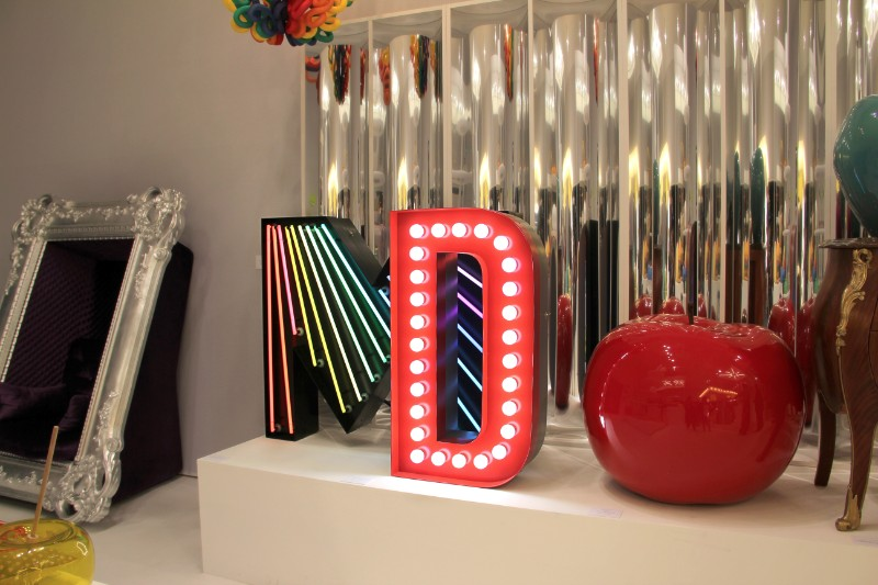 How to Use a Red Marquee Light in Your Home Decor this Fall marquee light How to Use a Red Marquee Light in Your Home Decor this Fall Trending Product An Eccentric Contemporary Red Marquee Light 5