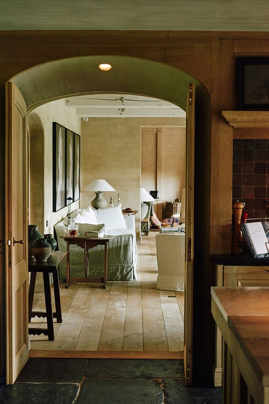 A Beautiful Hotel With Simple Lighting Fixtures You'll Love! 1 simple lighting fixtures A Beautiful Hotel With Simple Lighting Fixtures You'll Love! A Beautiful Hotel With Simple Lighting Fixtures Youll Love 1