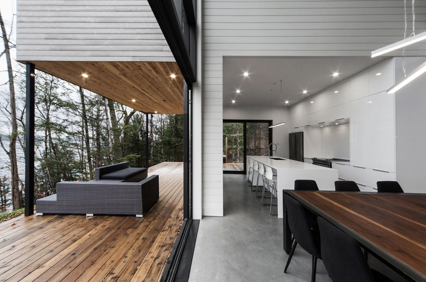 Discover The Modern Cottage House With The Best Lighting Fixtures 4